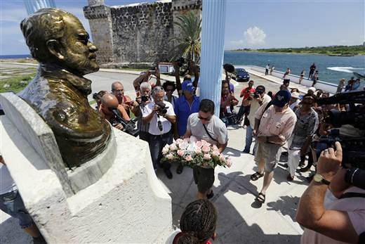 john_and_patrick_hemingway_lay_wreath_to_honor_grandfather_ernest_hemingway_in_his_beloved_town_of_cojimar_cuba._photo_by_roberto_leon_nbc_news.jpg.