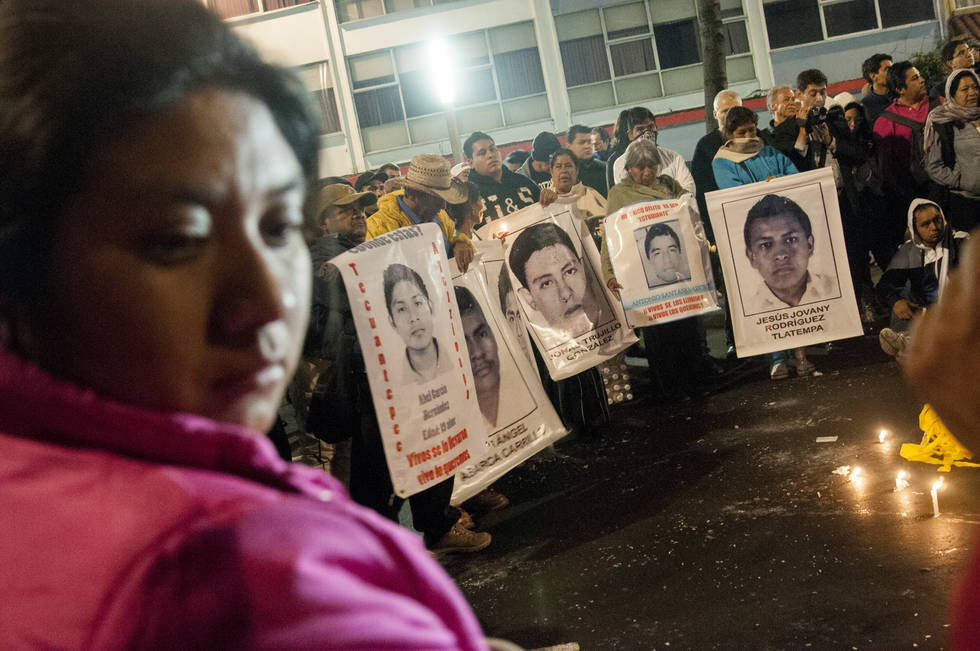 padres ayotzinapa -2
